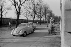 Vestberlin. Gartenstadt Staaken, Finkenkruger Weg. Hele vestsiden af Muren var frit tilgængelig.